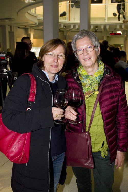 Birgit Drexler (l.) und Margarete Virleitner waren unter den Gästen.