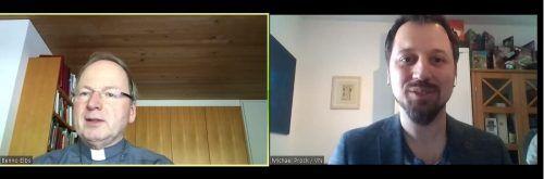 Bischof Benno Elbs stellte sich beim interaktiven Stammtisch den Fragen der Zuseher und von VN-Redakteur Michael Prock.