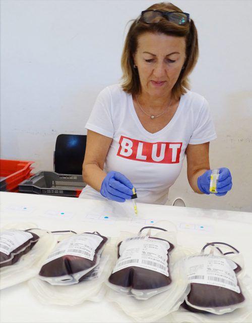 Blutkonserven sind ein wertvolles Gut, speziell in Krisenzeiten. Die Vorarlberger Blutbank hat diesbezüglich vorgesorgt.