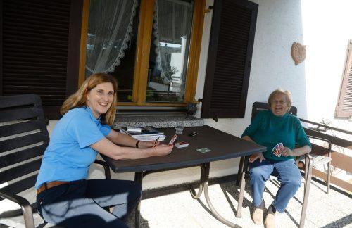 Brigitte Grabher und Resi Fessler sind viel mehr als nur eine dienstliche Zweckgemeinschaft. Die Mohi-Kraft ist für die alte Frau ein Engel.