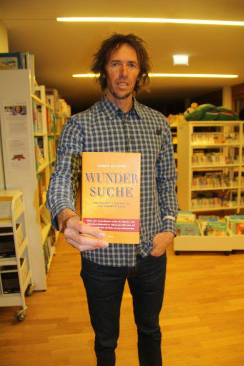 Bruckner präsentierte sein Buch in der Bibliothek des Standes Montafon.