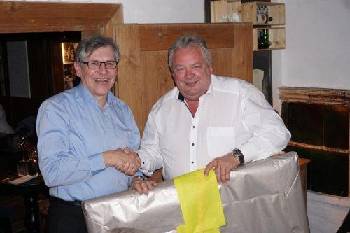 Bürgermeister Karl Wutschitz dankte dem langjährigen Gemeindesekretär Karl Frick, der trotz Pension im Gemeindearchiv weiterarbeiten wird. Gemeinde