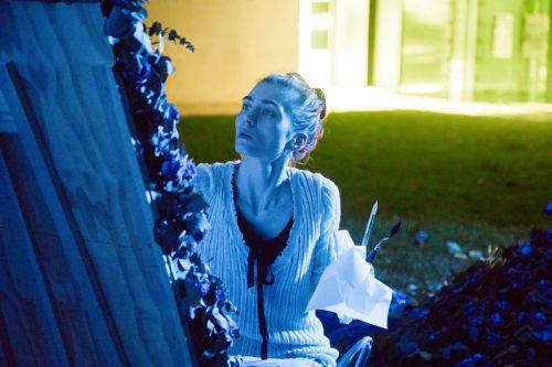 """Bunny Rogers liest am Happy Friday zur Halbzeit ihrer Ausstellung """"Kind Kingdom"""" einige ihrer neuesten Gedichte und Texte im Kunsthaus Bregenz vor.vn/paulitsch"""