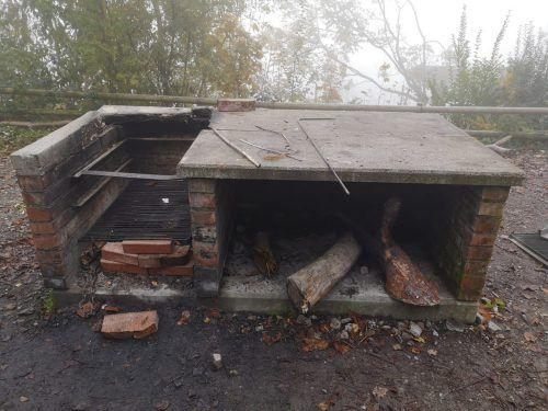 Da die Grillstationen im Wildpark beschädigt wurden, müssen neue Stationen errichtet werden. Finanziert werden soll das Ganze durch Crowdfunding. Wildpark