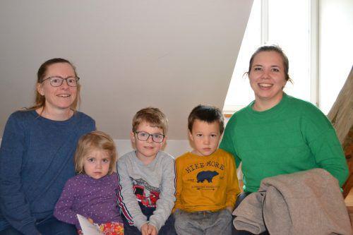 Daniela Walter und Ramona Bitsche mit den Kindern Agnes, Eugen und Florian ließen sich das Familienkonzert nicht entgehen.