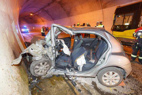Das Auto wurde durch die Wucht des Zusammenstoßes gegen die Tunnelwand geschleudert. Hofmeister