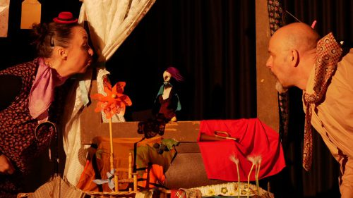 Das GundBerg Theater (Natascha Gundacker und Joachim Berger) hat – wie bei jedem Stück – alle Requisiten selbst gestaltet.VKO