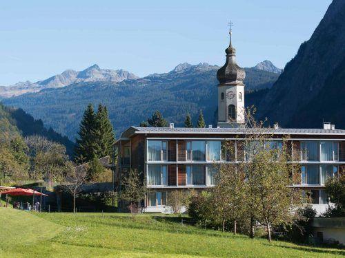 Das Haus Klostertal in Innerbraz: Als Ursache für die zahlreichen Coronavirus-Infektionen innerhalb des Heims wird die Nähe zur isolierten Arlbergregion vermutet.