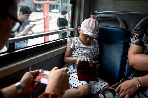 Das Projekt soll Schulkinder von den Handys weglocken. AFP