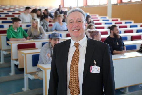 Der Direktor der Pflegeschule, Guntram Rederer, geht im Juli in Pension.