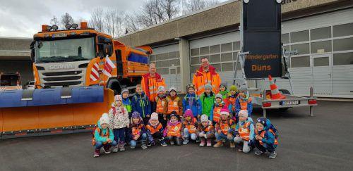 Der Kindergarten Düns war kürzlich in der Autobahnmeisterei der Asfinag in Hohenems eingeladen. Kindergarten