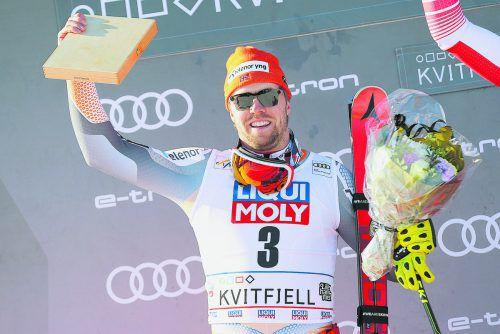 Der Norweger Aleksander Aamodt Kilde grüßt als neuer Ski-Weltcupsieger. ap