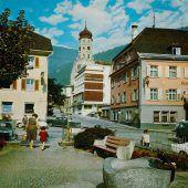 """<p class=""""caption"""">Der Postplatz mit Blick Richtung Laurentiuskirche und den Hotels Herzog Friedrich, Post und Weißes Kreuz.</p>"""