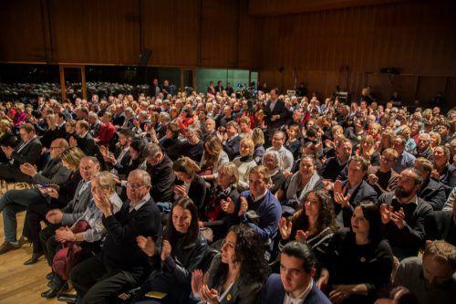Der Saal im Festspielhaus in Bregenz war mit rund 350 interessierten und aufmerksam lauschenden Besuchern bis auf den letzten Platz besetzt.