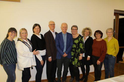 Der Vorstand des Krankenpflegevereins Lochau mit Obmann Dr. Claus Hörburger zusammen mit dem Schwesternteam und Pflegedienstleiterin Maria Mager. bms