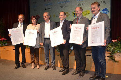 Die Bürgermeister der Gemeinden mit Harald Sonderegger. em