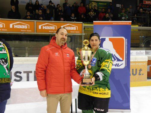 Die Hockey-Ladys mit dem Meisterpokal.mima