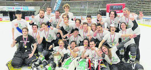 Die Juniors des Dornbirner EC/EC Bregenzerwald feiern nach dem Sieg gegen den EHC Montafon den Meistertitel in der VEHL 1.ECB