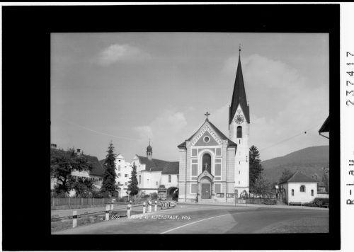 Die Kirche und das Kloster bilden ein Ensemble.