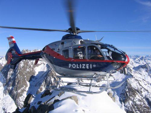 """Die """"Libelle"""", der Hubschrauber der Bundespolizei, musste am Sonntag gleich mehrere Male zu Lawineneinsätzen abheben. Polizei"""
