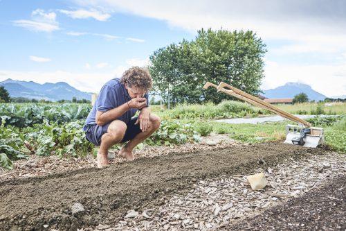 Die richtige Bodenpflege sorgt für gesundes Pflanzenwachstum.Bio aUSTRIA