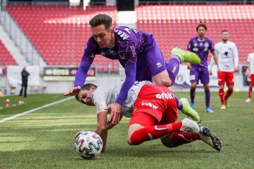 Dornbirns Marc Kühne und seine Abwehrkollegen erkämpften gegen Austria Klagenfurt einen wichtigen Punkt im Abstiegskampf. gepa