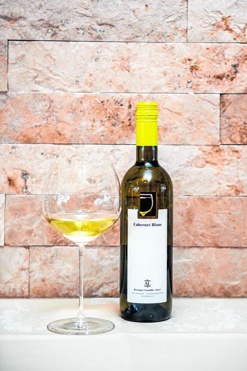 Ein ausgezeichneter Wein, der gut gekühlt besonders im Sommer schmeckt.B. Rhomberg