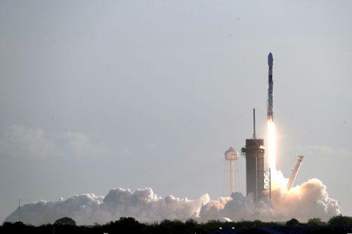 Eine SpaceX-Rakete vom Typ Falcon 9 soll die US-Astronauten ins All bringen. AP