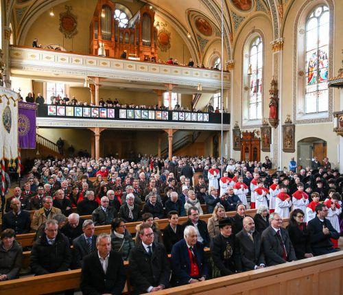 Erfreulich voll waren die Kirchenbänke bei der Erhebung der Pfarrkirche zum ersten Münster Österreichs.