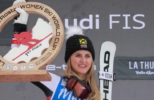 Erstmals im Weltcup genießt Nina Ortlieb sichtlich das Gefühl, ganz oben zu stehen. Geht es nach der Oberlecherin, sollen dem Sieg in La Thuile noch viele weitere folgen.gepa/4