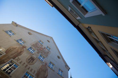 Im Feldkircher Rathaus wurden ein paar Kuverts vergessen. VN/Hartinger
