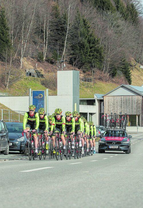 Gemeinsames Ausfahren geht für das Radteam Vorarlberg Santic nach dem Ausbruch der Corona-Pandemie nicht mehr.native media