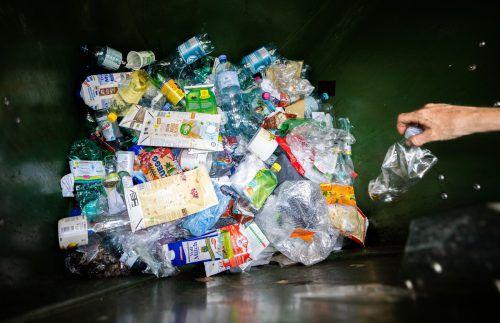 Einweg-Plastikflaschen landen derzeit in der Tonne. Ein Pfandsystem wird im Klimaschutzministerium nicht ausgeschlossen.APA