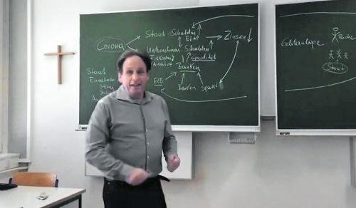 HAK-Direktor Manfred Hämmerle unterrichtet vor der Videokamera.