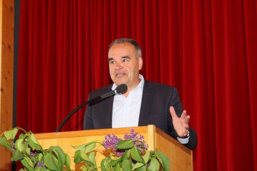 Helmut Blank ist seit 25 Jahren Bürgermeister in Sulzberg, seinen geplanten Rückzug ins Privatleben muss er nun noch aufschieben.