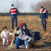 Mehr Grenzschützer und Geld für Griechenland