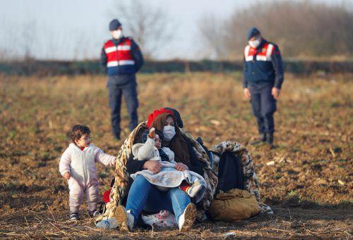 Hilfsorganisationen kritisieren die humanitäre Lage von Flüchtlingen in der türkisch-griechischen Grenzregion.REUTERS