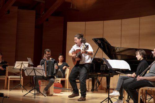 Im Herbst gibt es Konzerte, im Frühjahr setzen die alpenarte-Musiker auf die Zusammenarbeit mit Schulen in der Region. domjanic