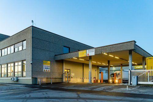 Im Paketverteilzentrum in Wolfurt kommen derzeit pro Tag zwischen 50.000 und 60.000 Pakete an.