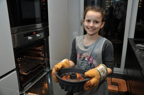 Im vorgeheizten Backrohr wird der Kuchen ca. 35 Minuten bei 200 Grad gebacken.