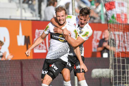 Im Vorjahr jubelten Jan Zwischenbrugger (l.) und Mergim Berisha gemeinsam für Altach. Heute spielen sie gegeneinander.gepa