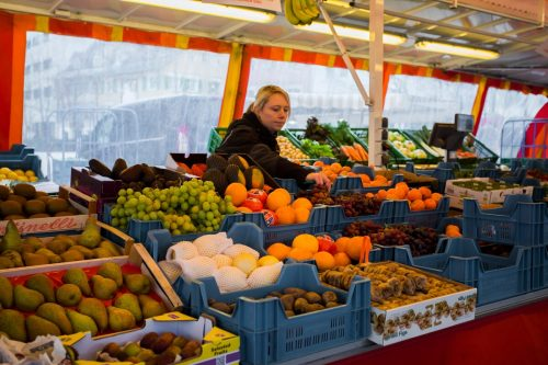 Die Wochenmärkte in den Städten und Gemeinden bleiben vorerst zu. Am Wochenende beraten die Gemeinden erneut über eine Öffnung. VN/Paulitsch