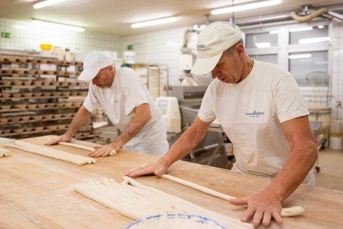 In den Backstuben (Symbolbild Schwanenbäckerei) arbeiten die Mitarbeiter mit voller Kraft daran, die Vorarlberger mit frischem Brot zu versorgen.FA/Dietrich