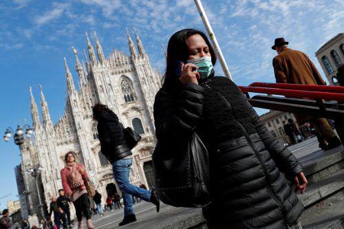 Italien ist in Europa am schwersten vom Coronavirus betroffen. Viele versuchen sich mit Masken dagegen zu schützen.