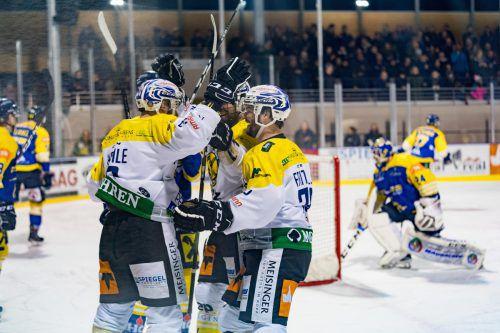 Johannes Hehle und seine Kollegen jubeln: Mit einem 3:2-Erfolg nach Penaltys sicherten sich die Hohenemser den Titel in der Tiroler Landesliga.stiplovsek