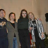 """<p class=""""caption"""">Junge Poeten: Ivica Mijajlovic (v.l.), Mirjana Muck, Isabell Sterner und Ines Strohmaier, die auch den Abend moderierte. eh</p>"""