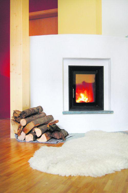 Kachelöfen sorgen auch für eine gemüt-liche Atmosphäre im Haus.Leobär_pixelio.de