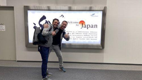 Küchenchef Roland König (l.) und Ernst Seidl zur Vorbereitung in Tokyo. Fa