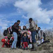 Türkei lässt Migranten Richtung EU durch