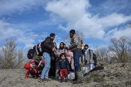 Laut UN harren 13.000 Menschen auf türkischer Seite bei Kälte aus. AFP